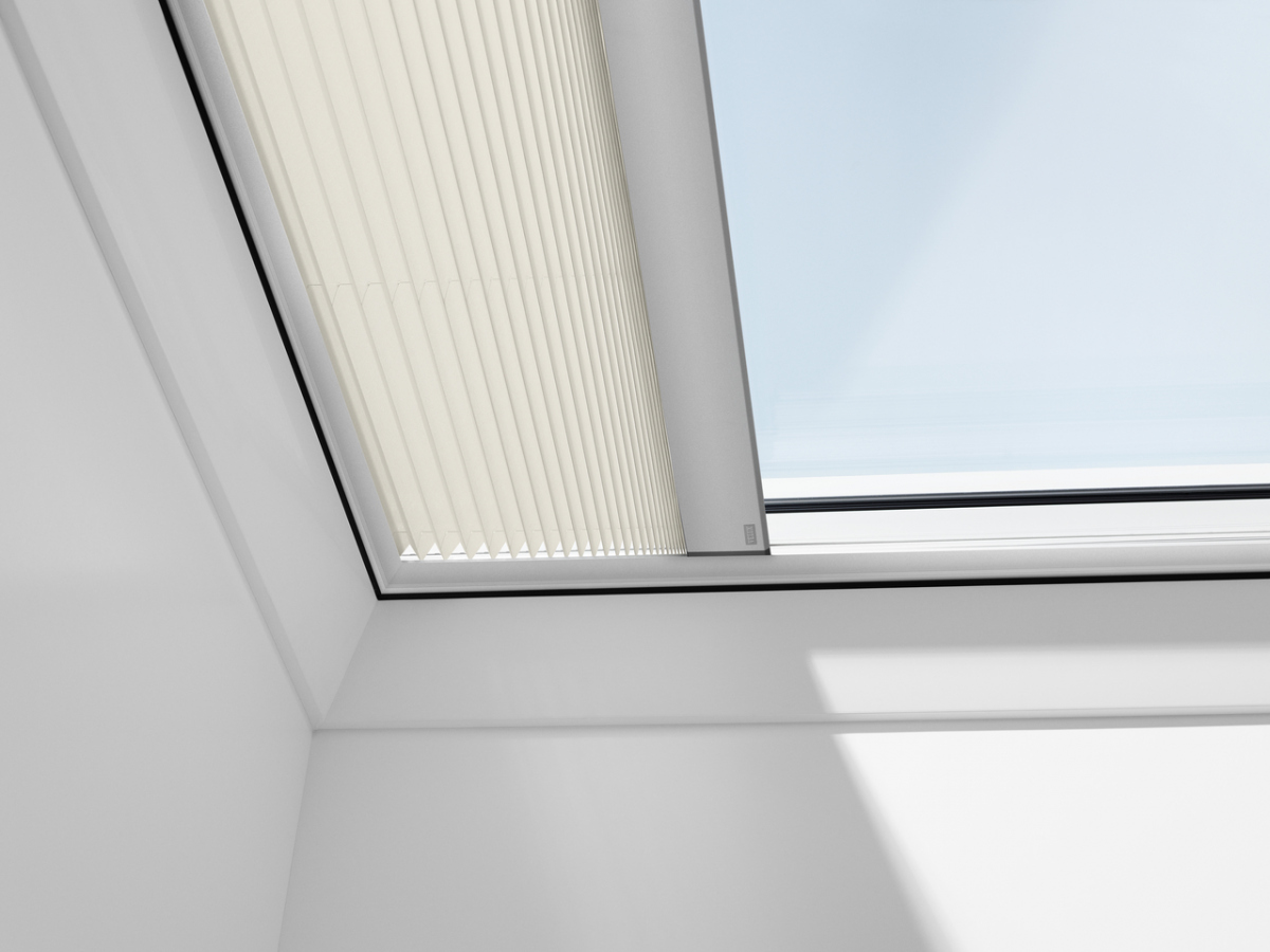 Velux Flat Roof Electric Pleated Blind Fmg